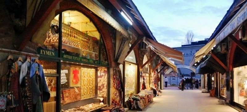 İstanbul Tarihi Çarşılar ve Marketler Rehberi
