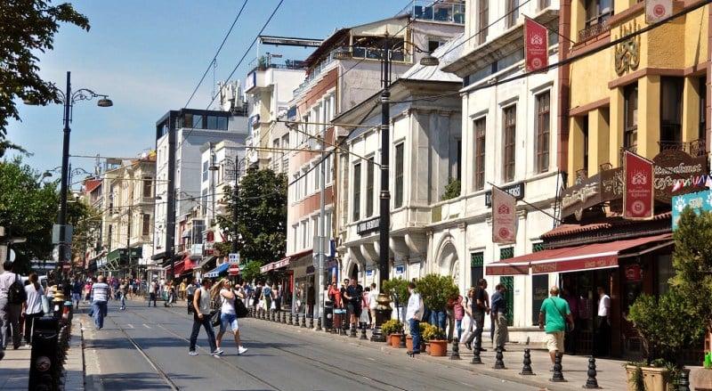 Divan Yolu Caddesi, Sultanahmet (Gezilecek Yerler, Aktiviteler)