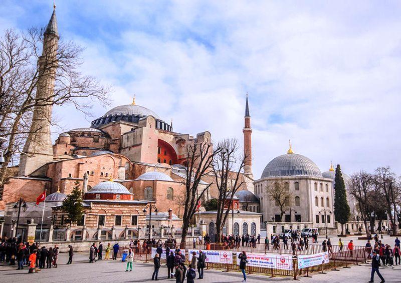 Ayasofya Müzesi Gezi Rehberi (Nerede, Nasıl Gidilir? Giriş Ücreti)