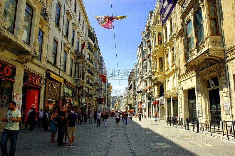 İstiklal Caddesi (Gezilecek Yerler, Aktiviteler, Yeme İçme + Tavsiyeler)