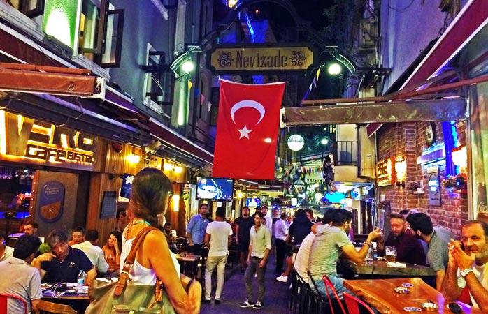 Taksim Gezi Rehberi (Gezilecek Yerler, Aktiviteler + Tavsiyeler)