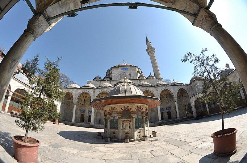 Sultanahmet Gezi Rehberi (Gezilecek Yerler, Aktiviteler + Tavsiyeler)